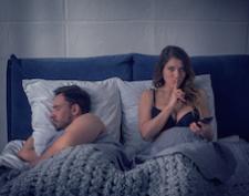 Spiare il cellulare del partner? Non è una buona idea.