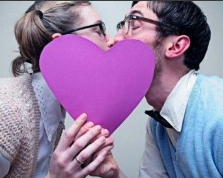 Le 8 peggiori cose della coppia appiccicosa
